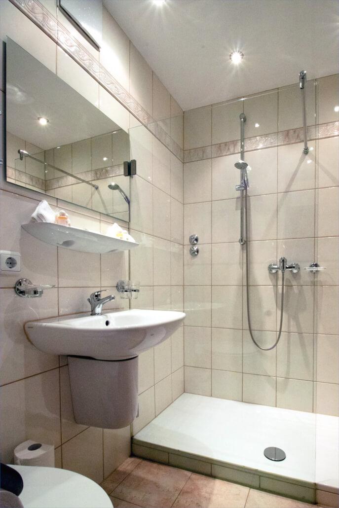 Hotel Alpenhof Grainau Badezimmer Komfort Doppelzimmer