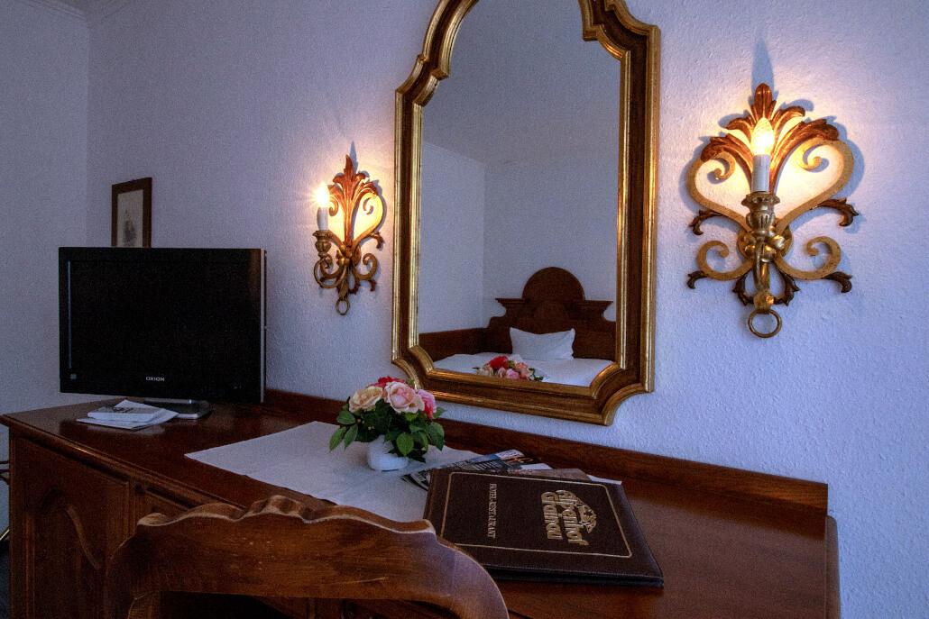 Hotel Alpenhof Grainau Spiegel im Komfort-Einzelzimmer
