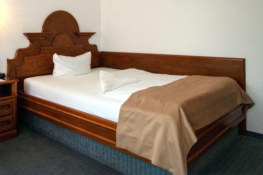 Hotel Alpenhof Grainau Standard-Einzelzimmer Bettansicht