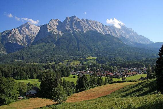 Blick von Grainau zur Zugspitze