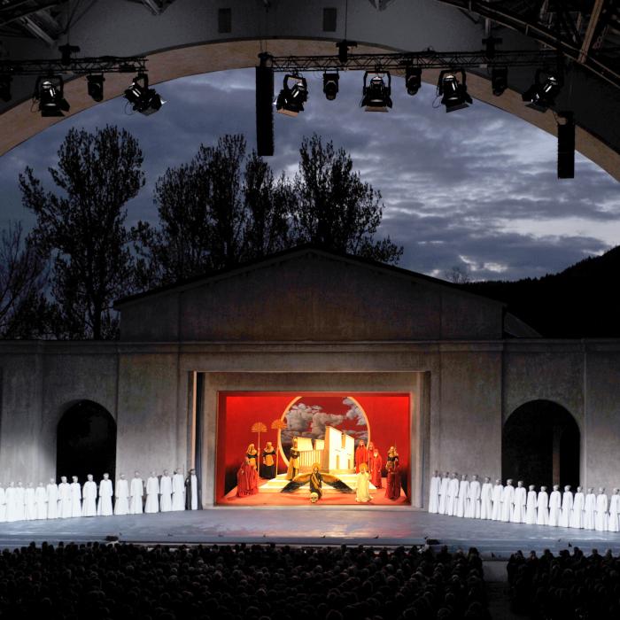 alpenhof-grainau-kulturtipps-passionsspiele-oberammergau-2020-chor-bei-nacht