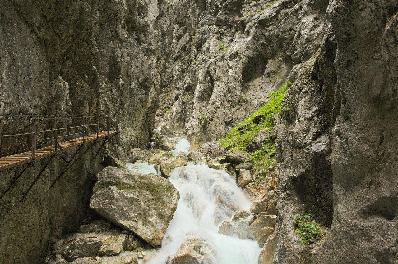 alpenhof-grainau-höllentalklamm-schlucht-brücke